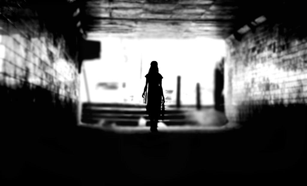 Uneori femeia pleacă, chiar dacă iubește prea mult…