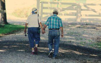 8 sfaturi de la o femeie care este fericită într-o relație de peste 65 de ani