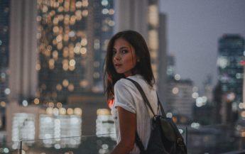 Femeia puternică va fi mai degrabă singură decât să-și piardă timpul cu un idiot