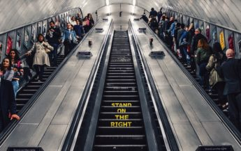 8 stereotipuri care ne împiedică să ne acceptăm așa cum suntem