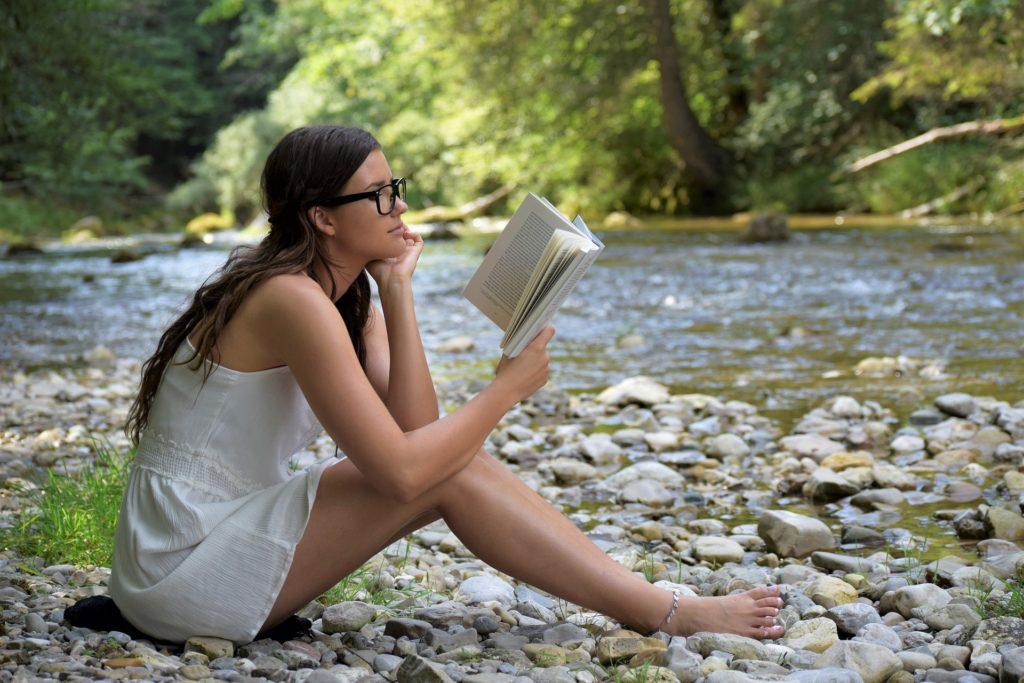 Top 85 de cărți romantice care merită citite într-o viață