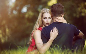 16 semne că bărbatul tău își pierde interesul față de tine