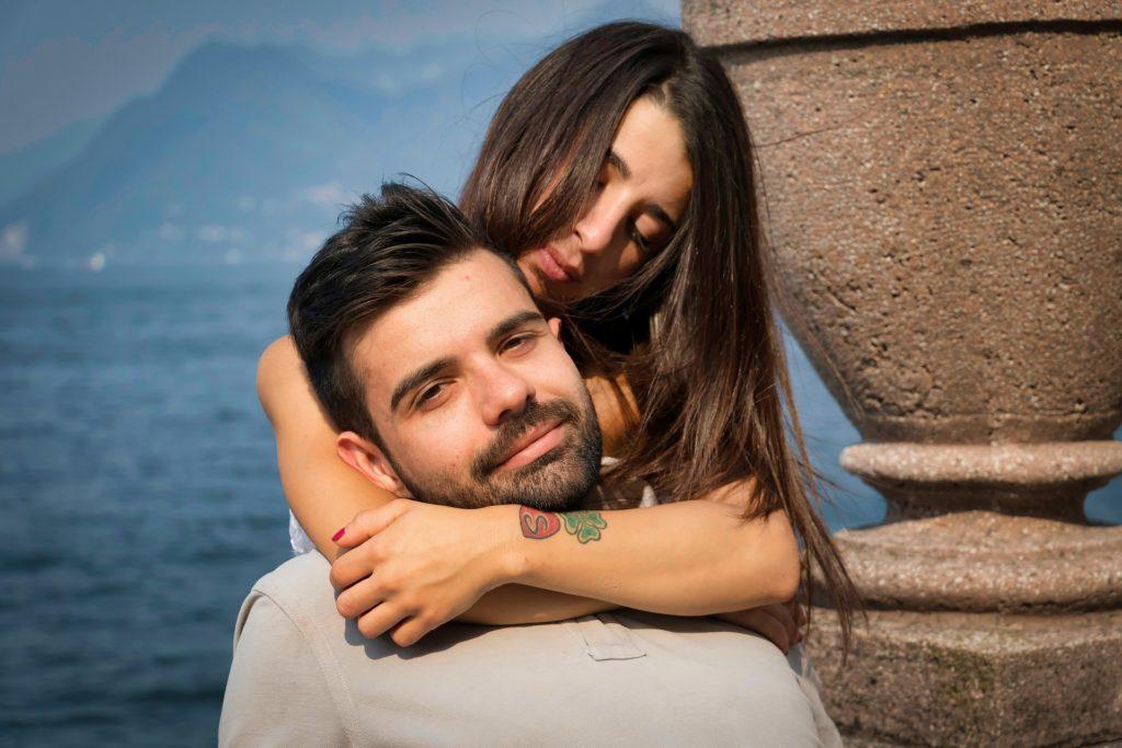 5 semne că postezi prea multe despre relația voastră pe rețelele de socializare