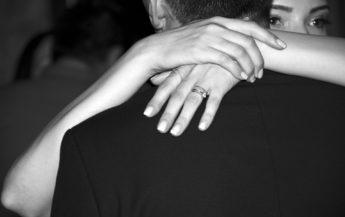 4 semne că el își dorește o relație de lungă durată, dar se teme să recunoască aceasta