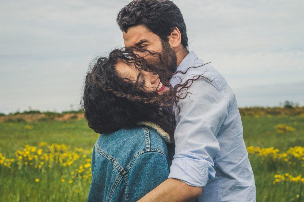 5 moduri de a deveni cea mai bună fată din lume pentru el( sfat de la un bărbat)